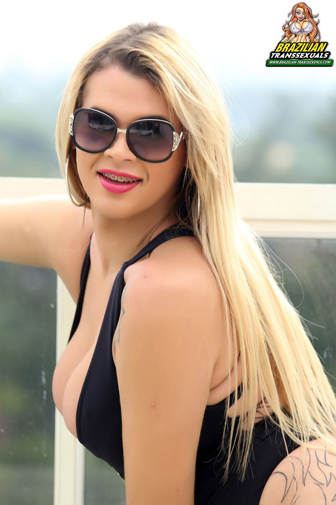 Blondles Hottest Female Porn Star Ever - Paolla Ferraz is a tall blondle - ShemaleTubeVideos