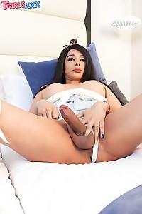 Big Ass Luli Love Posing & Shoes Her Big Cock
