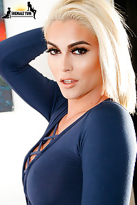 Stunning Grooby girl and tgirl superstar Domino Presley is back for a smoking hot hardcore scene! Wa