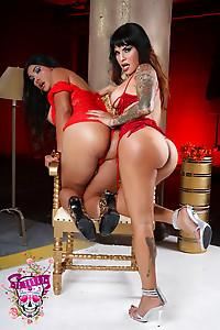 Foxxy and Vaniity Hot Ass