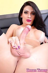 Sexy tgirl Graziella Cinturinha looks damn hot