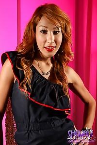 Exotical hottie Kwang posing her sexy body