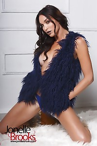 Jonelle Getting Kinky and Super Horny in Her Sexy Boots and Fur