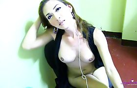 Sapphire Young Rocks out with her cock out