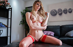 Blonde tbabe Casey Kisses kinky anal sex in the couch