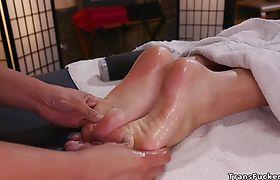 Big cock tranny gets blowjob from masseuse