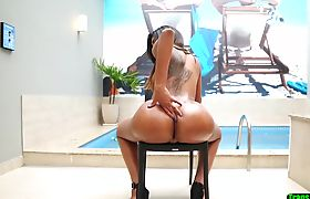 Sexy tgirl shows off her tight big booty