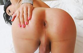 Tranny Girl Alana Ribeiro Enjoys Masturbating
