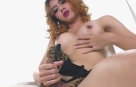 Tight curly hair tranny Toie masturbates her hard dick