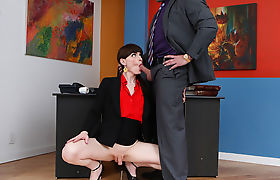 Transbabe Natalie Mars seduce her Workmate into anal fucking
