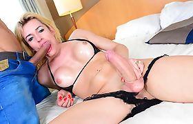 Tgirl Giselle Bittencourt worships her bfs big fat dick