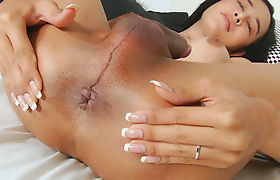Gorgeous Ladyboy Jam Gets Herself Off