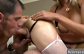 2 trannies Leticia Andrade and Angel Cortez sharing on cock