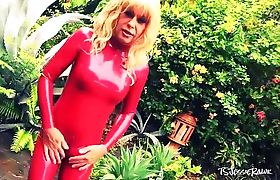 Mature Shemale in Latex Cumming Outdoors