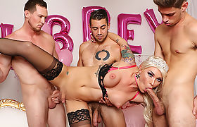 Blonde Fuckdoll TS Aubrey Kate Plowed by 3 Guys