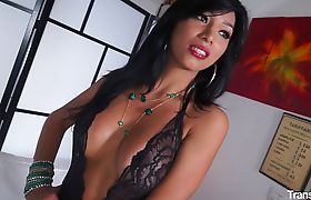 "Gorgeous Italian tranny gets cum covered in steamy fuck,""Bootylicious tranny Vitoria Souza meet"