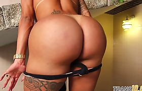 Naughty ts rock chick masturbates rigorously