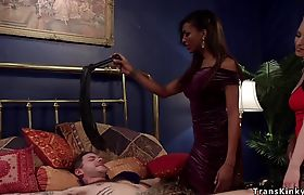 Ebony tranny and blonde dominating dude