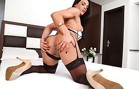 Shemale Melyna Merlin fills her ass with a bigcock