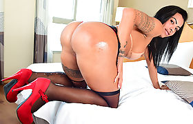 TS Isabelly Ferreira enjoys hot anal sex with dudes cock