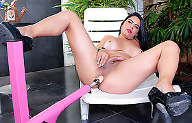 Hot Tgirl Sabrina Sousa Mounts a Machine