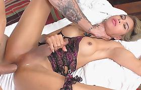 Horny Ladyboy Vivi Isobelle Takes A Dicking