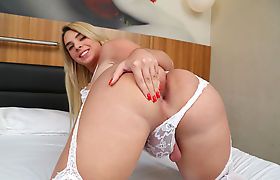 Naughty ts Carol Penelope buries a bigcock in her ass