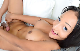 TS Sunshyne Monroe Enjoys Playing With Her Cock