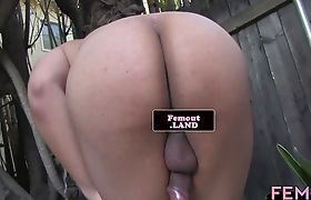 Roundass trap wanking outdoors in closeup