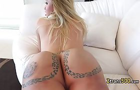 Tranny flashed tattooed butt and got fucked