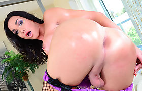 Hot tbabe Jonelle Brooks fucks female Tinslee Reagan