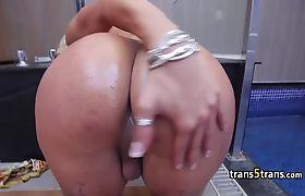 Busty latina sheshaft enjoy solo