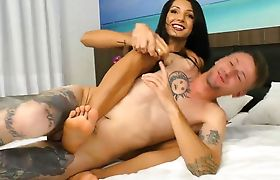 Tranny Roberta Cortes plays her game with naughty guy