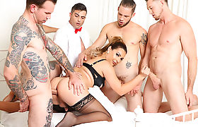 Slutty TS Chanel Santini receives facial by five cocks