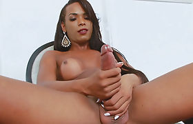 Ebony Godess Anny Kelly Shemale Solo Session With her Cock