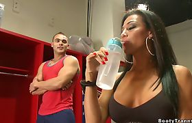 Big tits shemale gym coach bangs dude