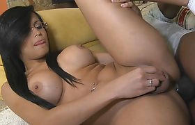 Smokin hot shemale Bruna Butterfly gets her anal rammed