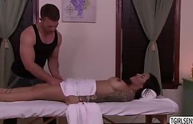TS Foxxy seduces hunk stud for a hard anal fuck