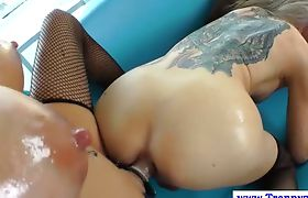 Tranny shemale gets assfucked with strapon