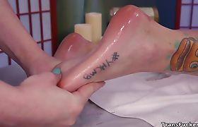 Tranny masseuse fucks feet to business lady