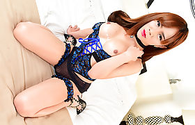 Luscious T-babe Plam receives hot jizz on her feet
