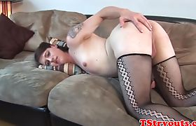 Tattooed amateur wanks her cock at casting