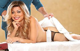 Sexy Tranny Johanna B having a good massage