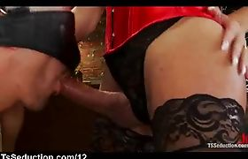 Blindfolded guy suck dick to tranny in bedroom