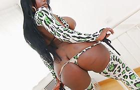 Bubble butt ebony shemale anal slammed by white cock