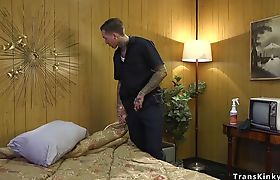 Tattooed housecleaner gets trannys dick