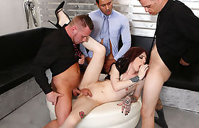 TS Annabelle Lane enjoying a double penetration
