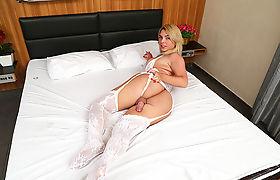 Gorgeous tranny Carol Penelope fucks hunky stud for sodomy