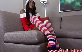 Tranny babe masturbates in santa outfit