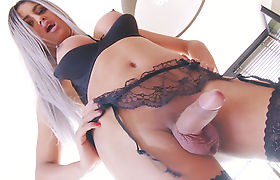 Hot Trans Girl Bella Anaconda Jerks Off